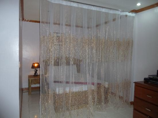 Anda White Beach Resort: 2nd bed/alcove in family room