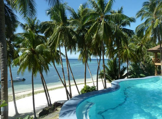 Anda, Filipina: pool overlooking beach