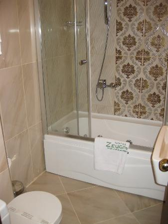 Zeugma Hotel: Jacuzzi Room bathroom