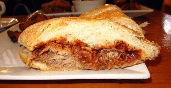 Roasthouse Pub: pulledpork sandwich