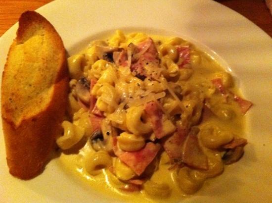 Caruso: tortellini with ham, mushrooms, cream sauce and garlic bread.