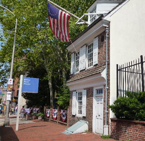 Cat statue in the courtyard - Picture of Betsy Ross House ...