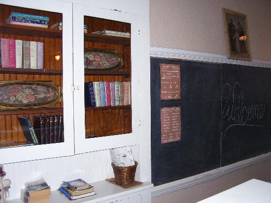 Davie School Inn: more decor