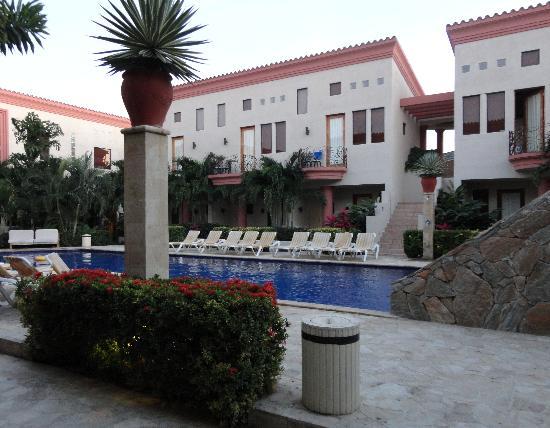 写真Las Sirenas Hotel & Condos枚