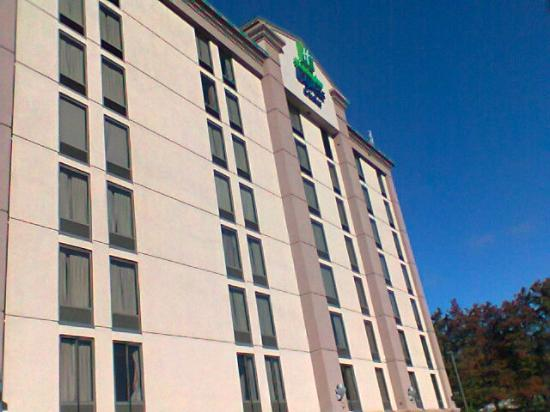 Holiday Inn Express & Suites Atlanta N-Perimeter Mall Area: Holiday Inn Express