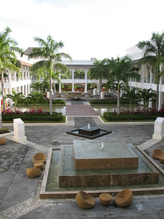 Grand Riviera Princess All Suites Resort & Spa: Central courtyard area