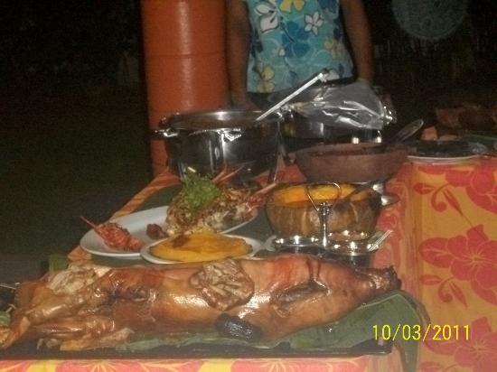 Le Alaimoana Hotel: variety of samoan food