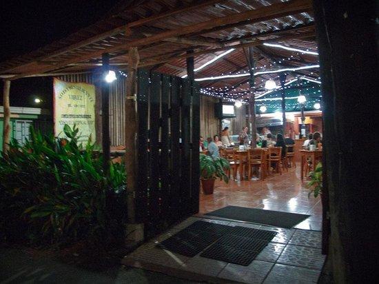 Soda Viquez : Front view of restaurant