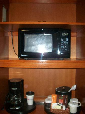 Hilton Garden Inn Portland/Lake Oswego : Microwave, coffee maker, coffee/tea provided.