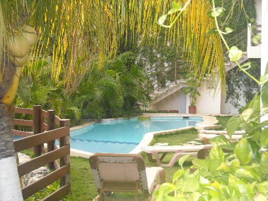Hotel Posada Sian Ka'an: Jardin y piscina