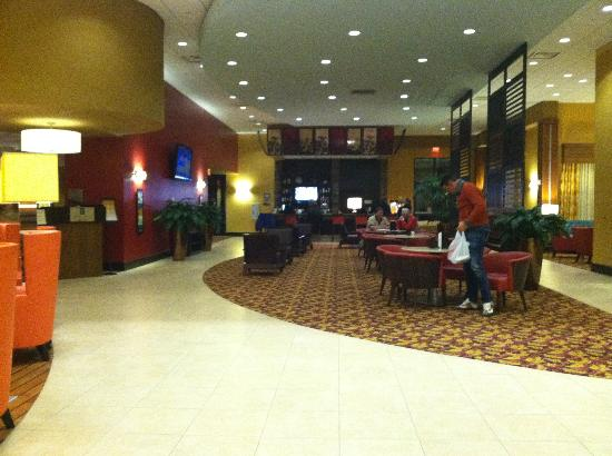 Embassy Suites by Hilton Columbus - Airport: Bar