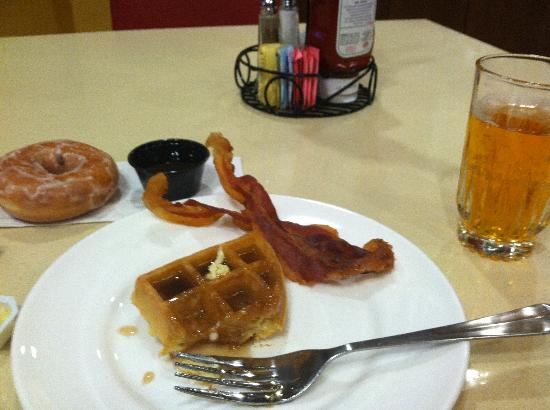 Embassy Suites by Hilton Columbus - Airport: Breakfast