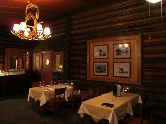Loon Lodge Inn & Restaurant: Dining