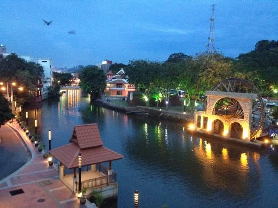 Casa del Rio Melaka: Early evening view from room balcony. Nice