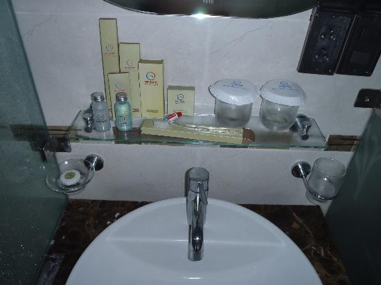MerPerle SeaSun Hotel: Bathroom has everything you need