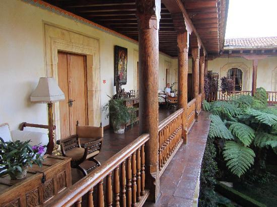 Palacio de Dona Leonor: Courtyard