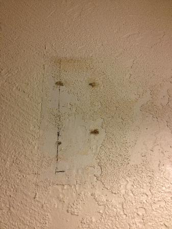 Baymont Inn & Suites Lake Dillon: didn't bother repairing the wall after changing the fixture