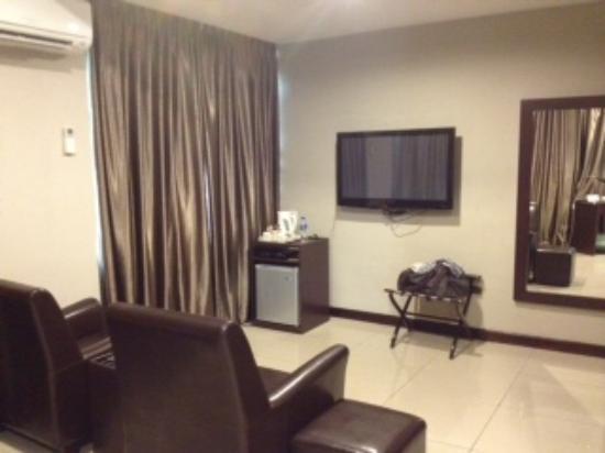 Rail Hotel: TV area