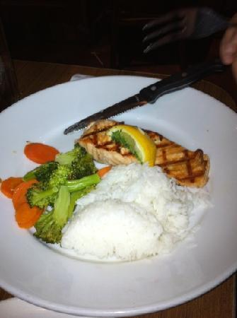 Mimi's Cafe Disneyland : Broiled Salmon