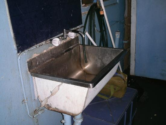 Federal Backpackers: sink next to bathroom