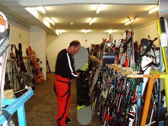 Club Med Saint Moritz Roi Soleil: ski room