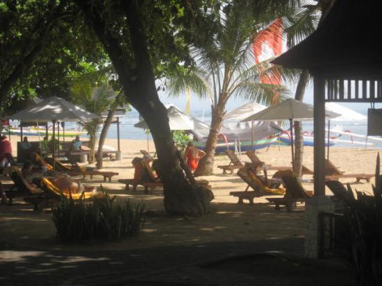 Besakih Beach Hotel: Beach