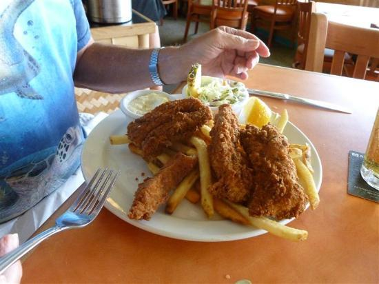 Fish and chips foto betty 39 s beach cafe lahaina for Bettys fish and chips