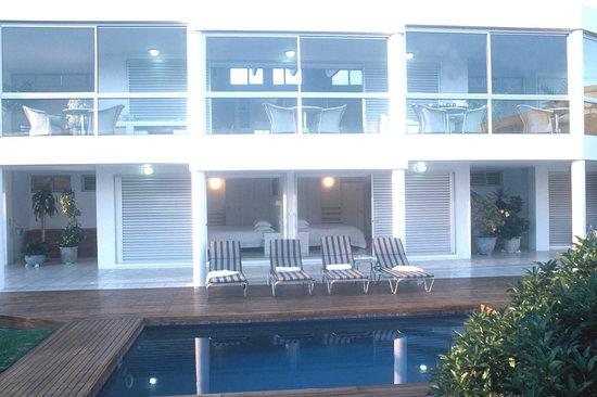 بوسافيرن جيست هاوس: View of house from the deck