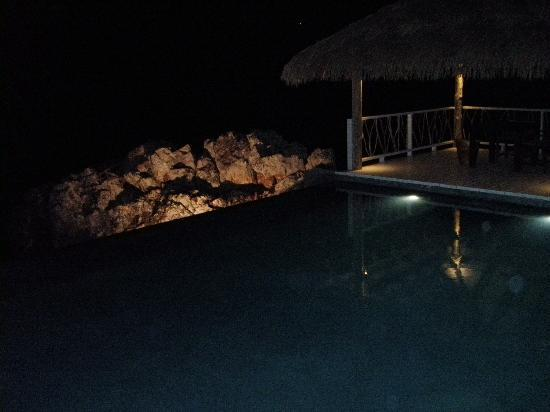 Tadrai Island Resort: Pool at Night