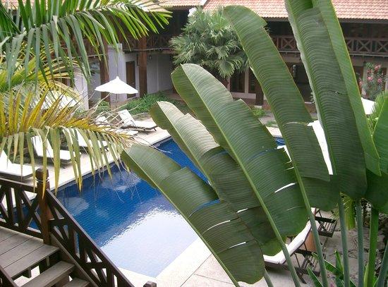 Muang Thong Hotel: poll