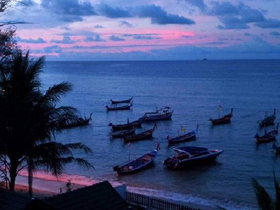 Beachfront Phuket: sunset from balcony
