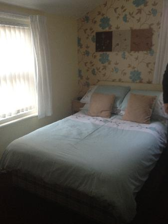 Oakwell Guest House : Our bed of the night.