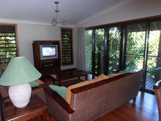 BIG4 Airlie Cove Resort & Caravan Park : Bali Villa lounge