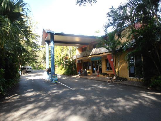 BIG4 Airlie Cove Resort & Caravan Park : Reception building