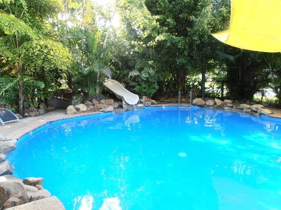 BIG4 Airlie Cove Resort & Caravan Park : Pool with waterslide