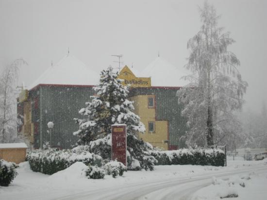 Tournon, Francia: 雪の中の外観