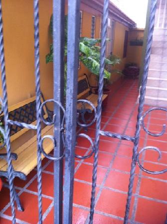 Cabinas and Hotel Vista Al Golfo: vue sur les cuisines