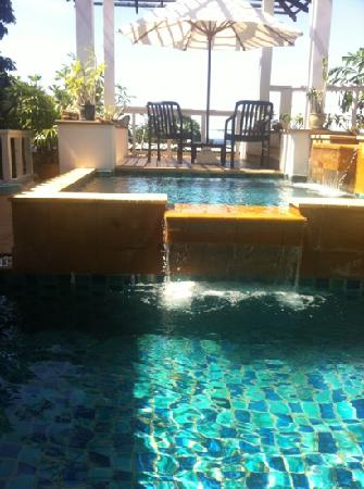 Katamanda - Luxury Phuket Villas: два бассейна и джакузи с5