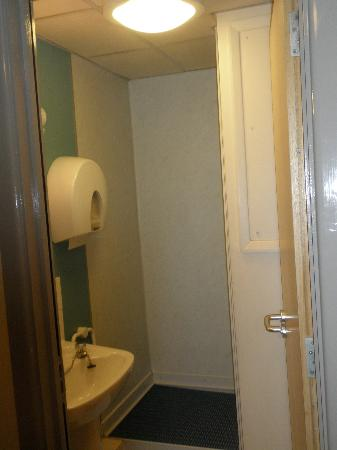 YHA London St Pancras: Bathroom/Shower