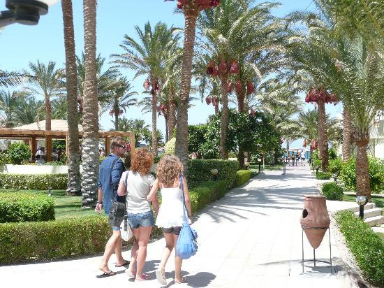 Palm Beach Resort: auf dem Weg zum Strand