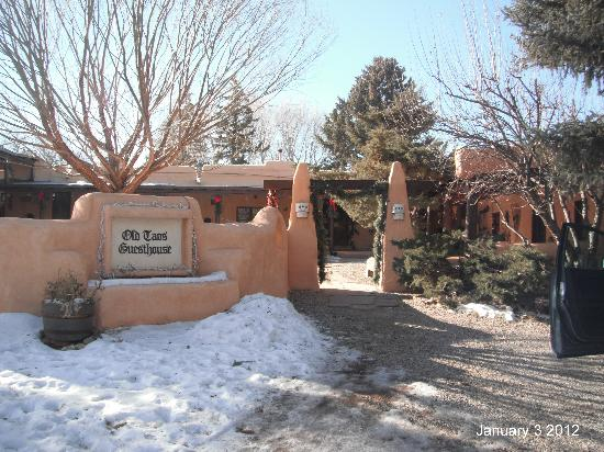 Old Taos Guesthouse B&B: Old Taos Bed & Breakfast - January 2012