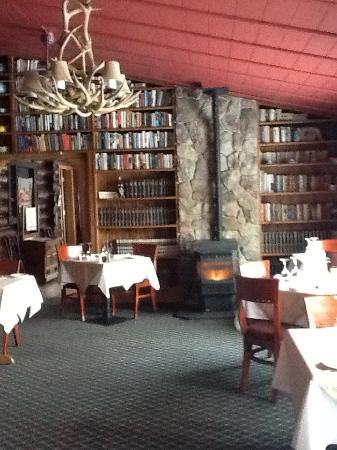 Loon Lodge Inn & Restaurant: the dining room!