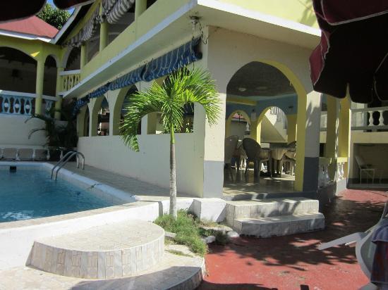 Villa La Cage: Pool Area