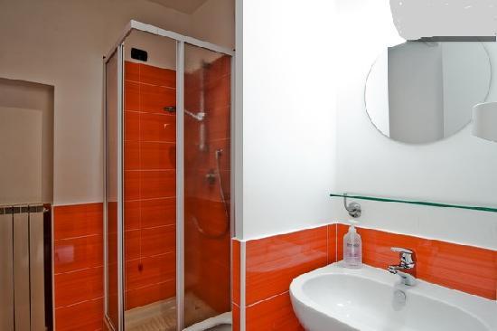 Monica e Alice B&B: Bathroom - '60 -
