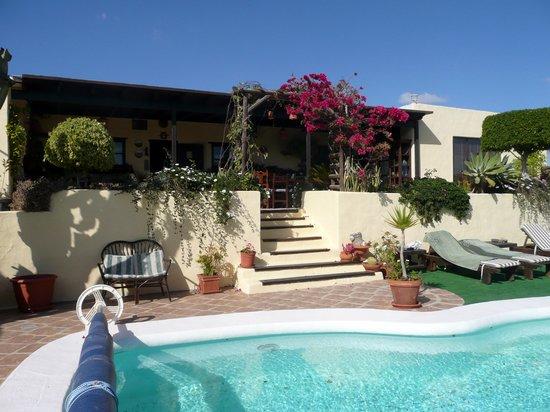 Casa Claddagh: Terrasse und Pool