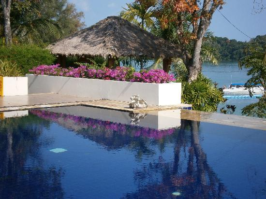 Chandara Resort & Spa: Afternoon Sun reflections