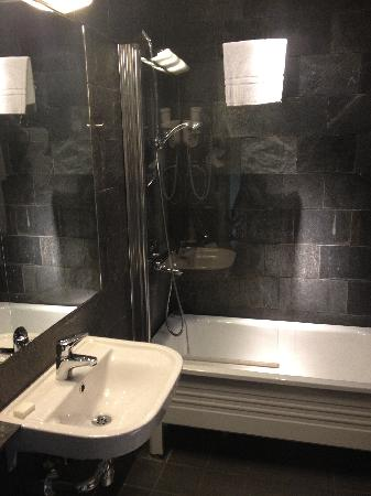 Hotel Hellsten: Bathroom
