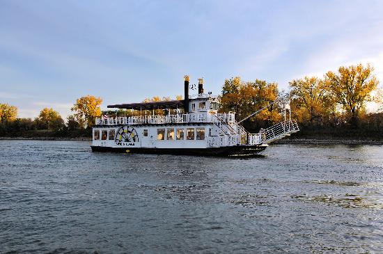 Enjoy the Colors of Fall on the Lewis and Clark Riverboat