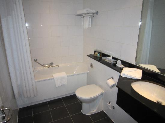Holiday Inn London - Elstree: Bathroom