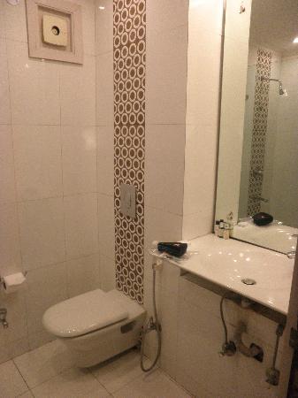 The Legend Inn: Room 407 Bathroom